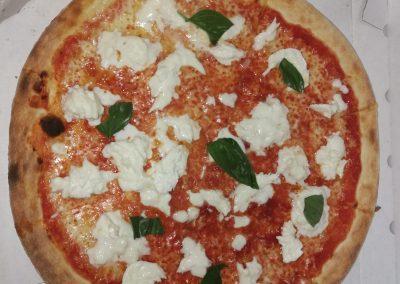 pizza con mozzarella italiana fornodoro pizzeria